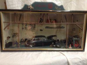 Миниатюрная модель гаража с автомобилем, 1970-ые г
