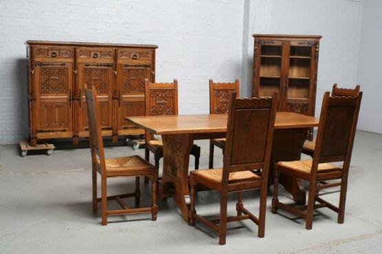 Гарнитур для столовой в Готическом  стиле