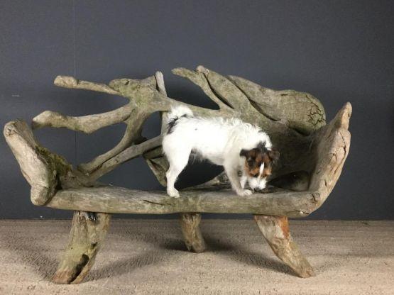 Скульптурная скамейка из вяза