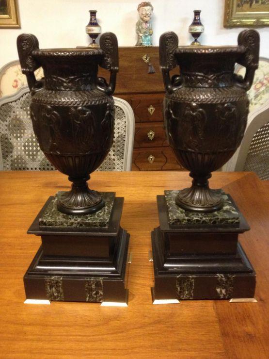 Две вазы в античном стиле, XIX в.