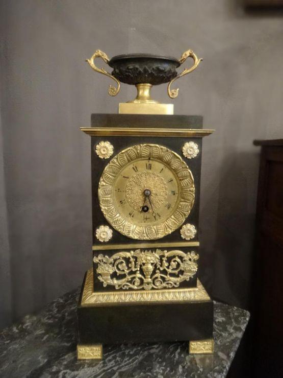Небольшие часы из патинированной бронзы, XIX в.