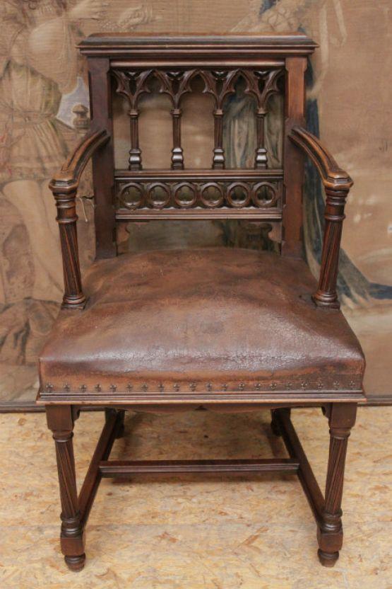 Детское готическое кресло