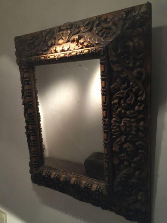 Зеркало в раме из лепнины