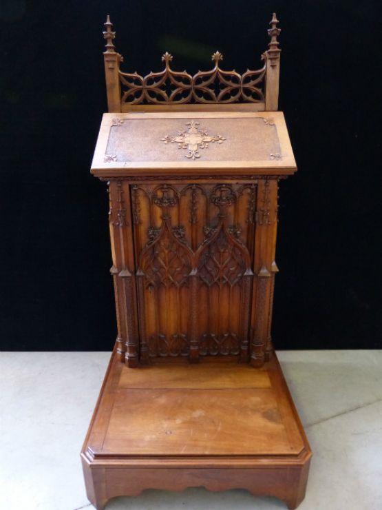 Скамья для молений из древесины ореха
