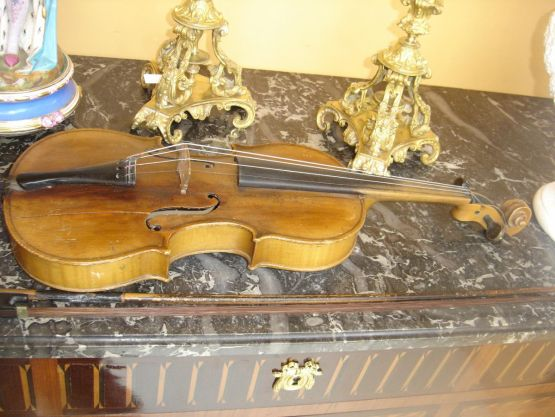 Скрипка со смычком, XIX в.
