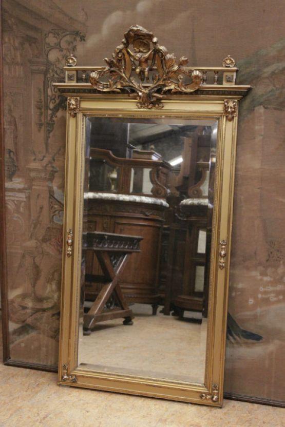 Зеркало с фаской в позолоченной раме
