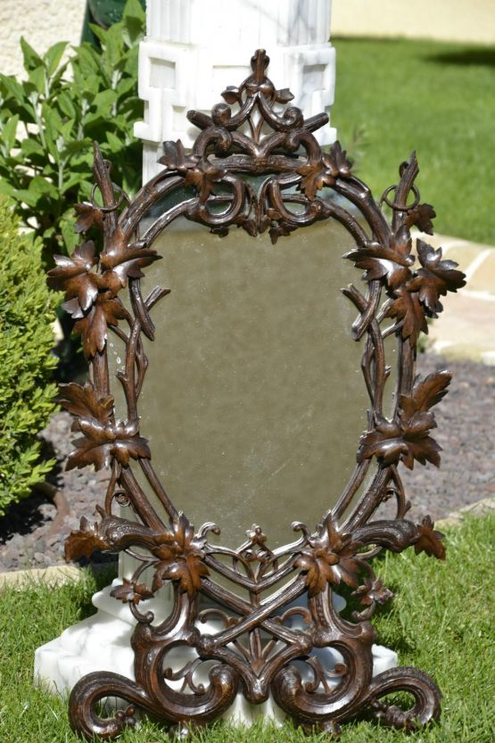 Зеркало в резной раме. XIX век.