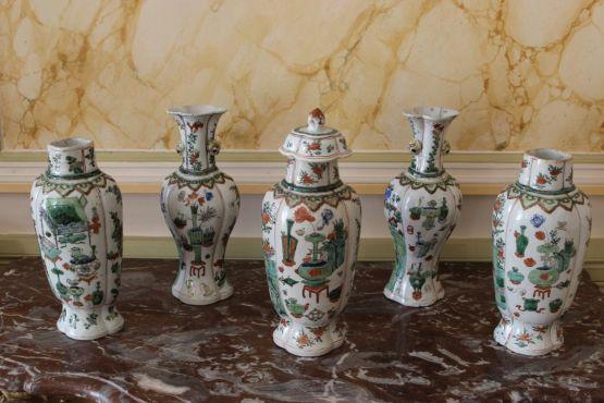 Пять фарфоровых ваз. Китай, XVII в.
