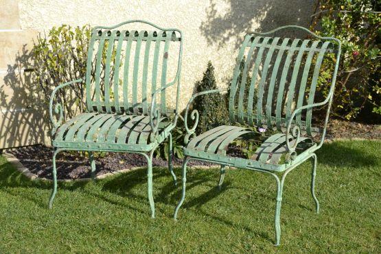 Железные садовые стулья