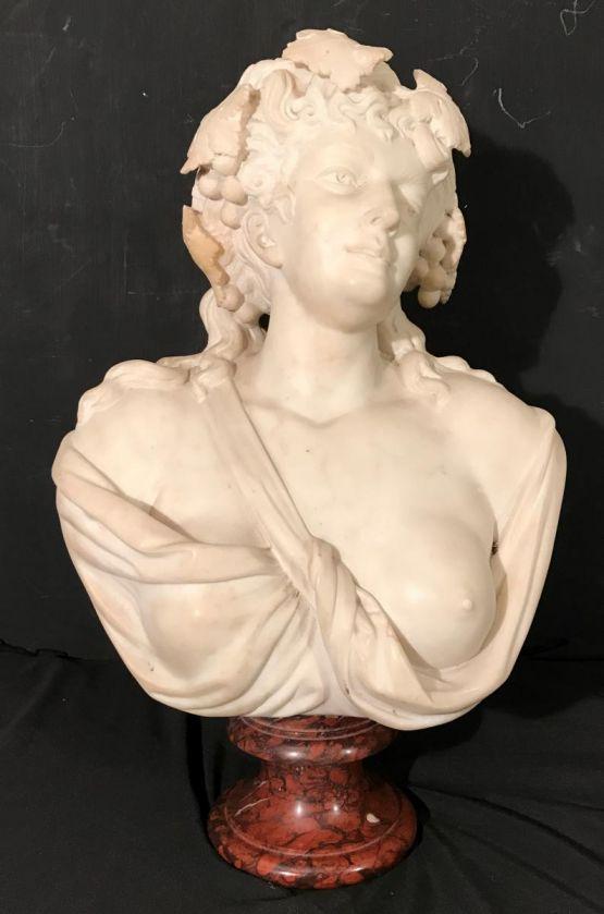 Бюст женщины, белый каррарский мрамор, XIX в.