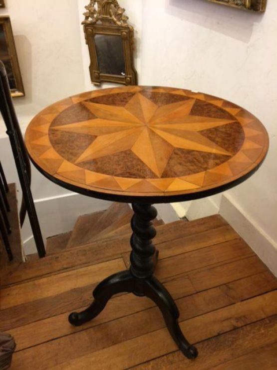 Небольшой круглый столик с маркетри, XIX в.