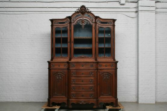 Книжный шкаф в стиле Людовика XV