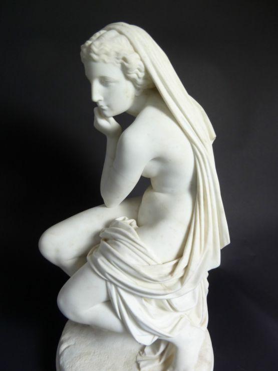 Мраморная скульптура Венеры