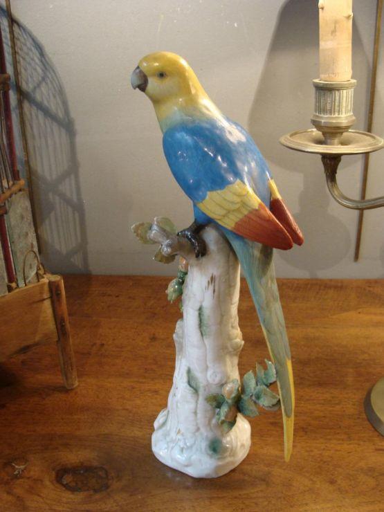 Фарфоровая статуэтка длиннохвостого попугая, XIX в