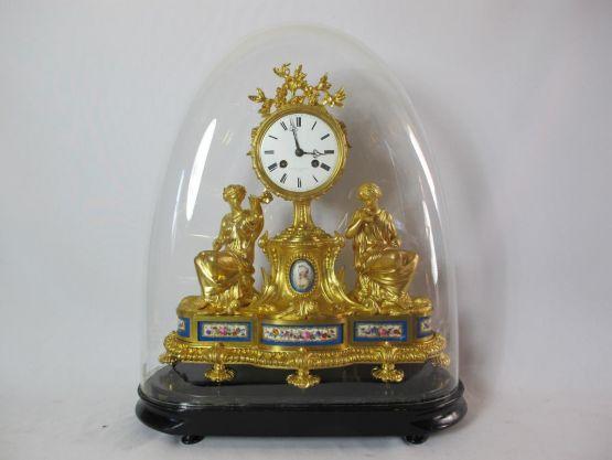 Часы из позолоченной бронзы.  Париж, XIX в.