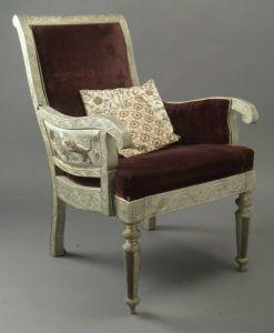 Кресло из резного посеребренного дерева.