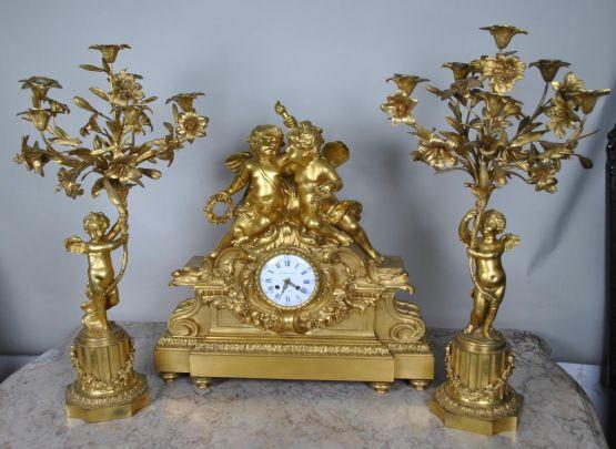 Украшенный ангелочками набор с часами, XIX в.