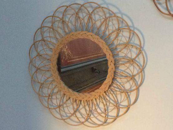 Круглое зеркало в раме из ротанга