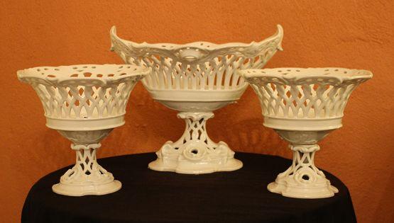 Ажурные вазы из фарфора, XVIII в.