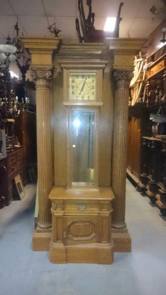 Напольные часы большого размера