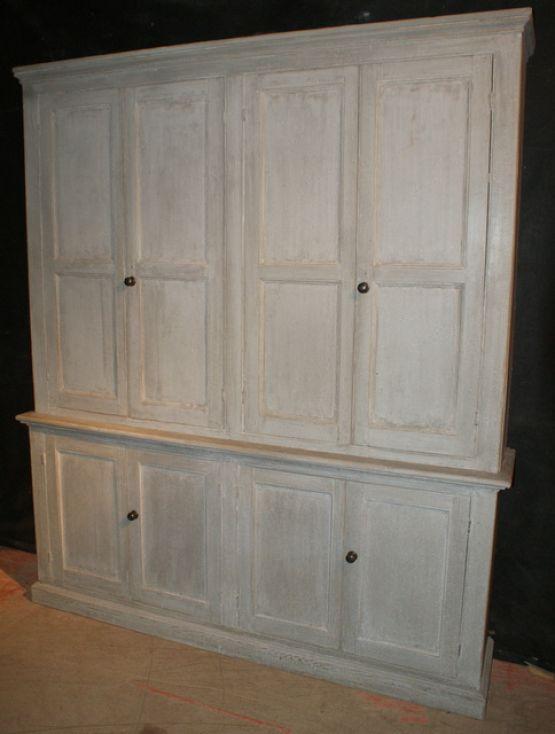 Окрашенный шкаф для белья, XIX век