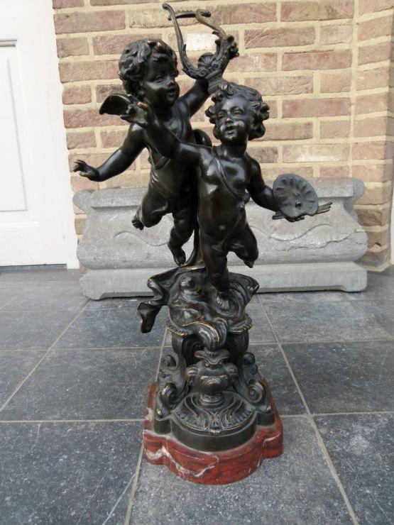 Бронзовая скульптура двух херувимов