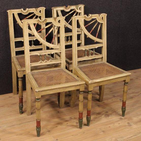 Четыре лакированных стула