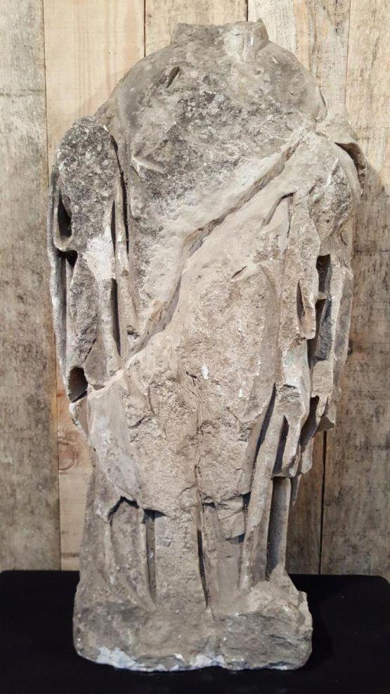 Каменная статуя без головы, Нормандия, ок. 1300 г.