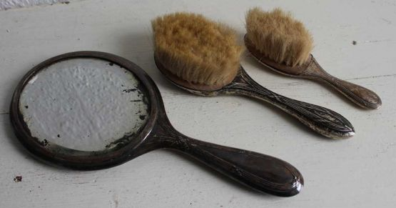 Набор из зеркальца и щеток