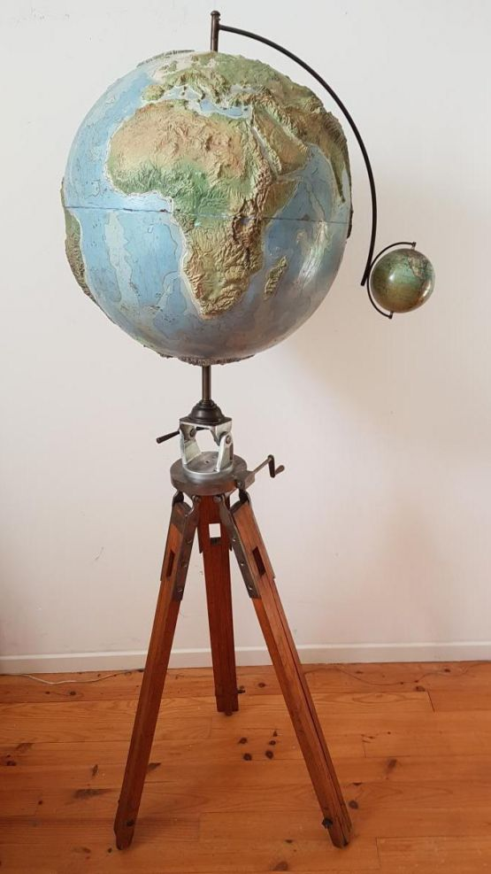 Рельефный глобус,  XX в.