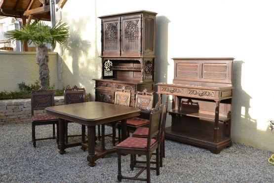 Гарнитур для столовой из дуба в готическом стиле