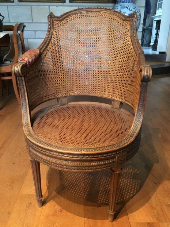 Кресло из резного дуба в стиле Людовика XVI