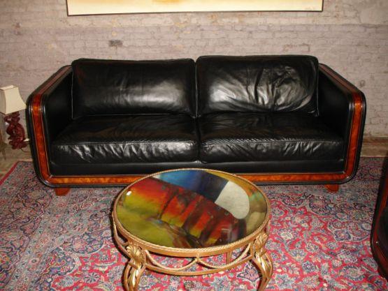 Два двухместных кожаных дивана