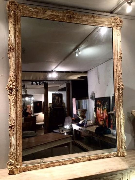 Зеркало в фигурной раме