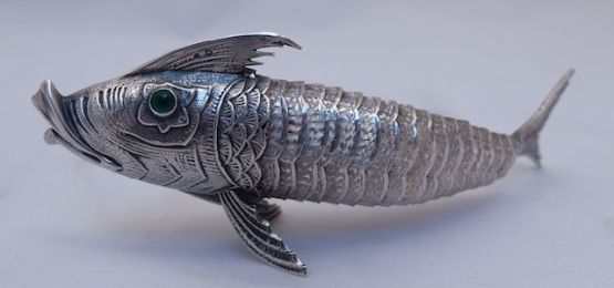 Миниатюра рыбы из серебра