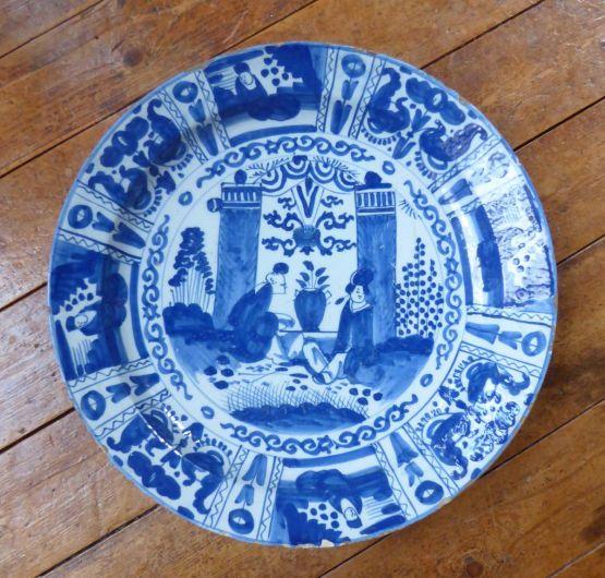 Круглая тарелка в китайском стиле. Делфт, XVIII в.