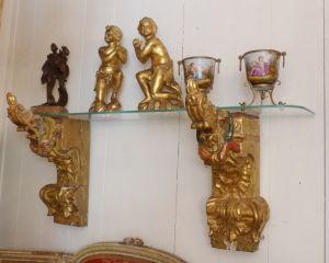 Консоль-полка из стекла и резного дерева, XVIII в.