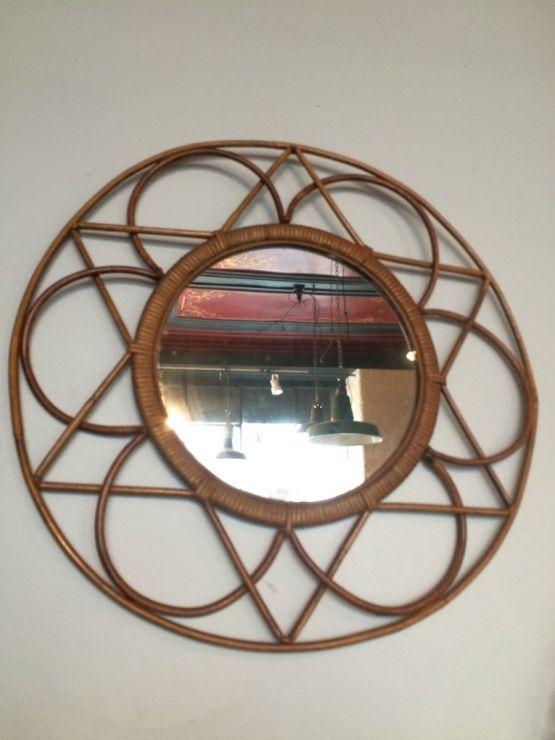 Круглое зеркало в виде солнца