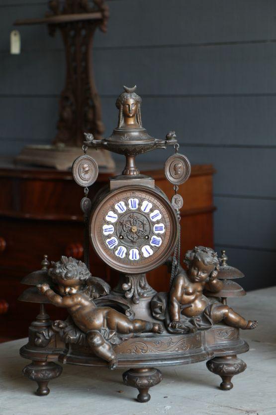 Каминные часы c фигурами ангелочков
