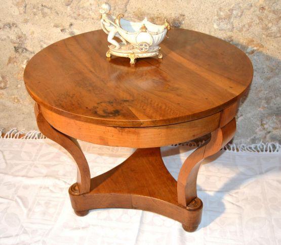 Круглый стол из ореха и вишни, XIX в.