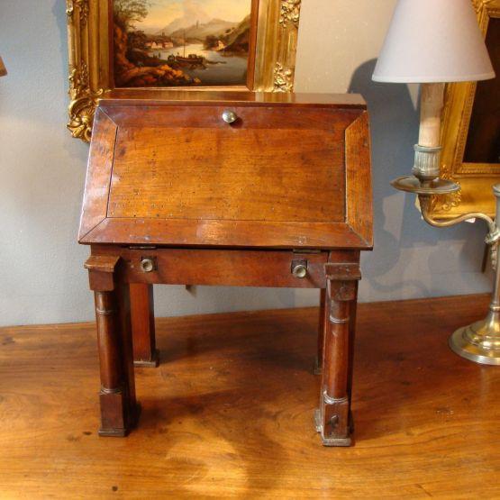 Бюро из орехового дерева, к. XVIII - н. XIX в.
