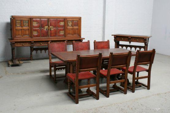 Столовый гарнитур в готическом стиле