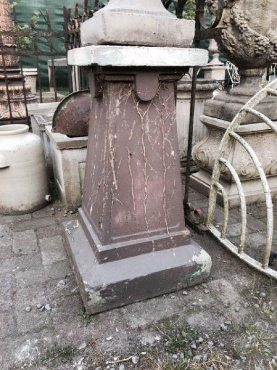 Старинная статуя из Франции.
