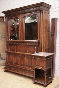 Спальный гарнитур из ореха в готическом стиле