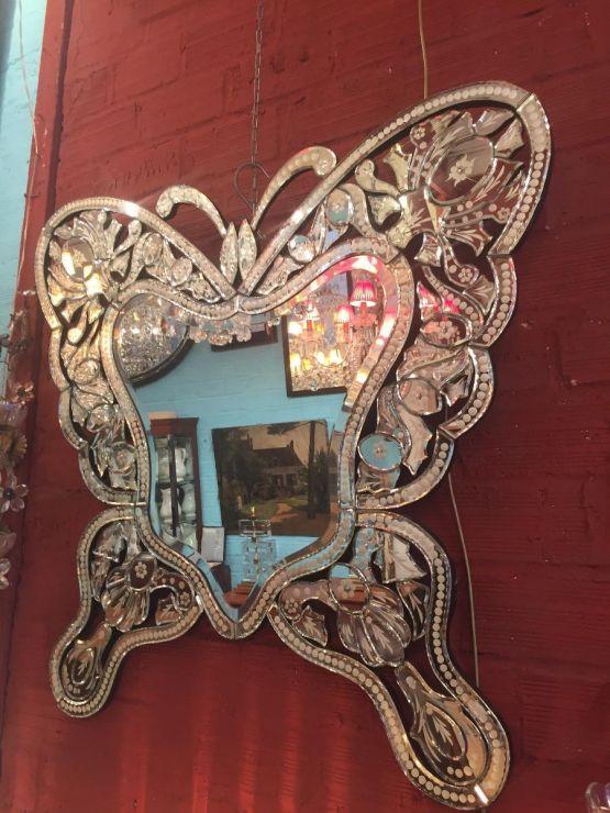 Зеркало в форме бабочки