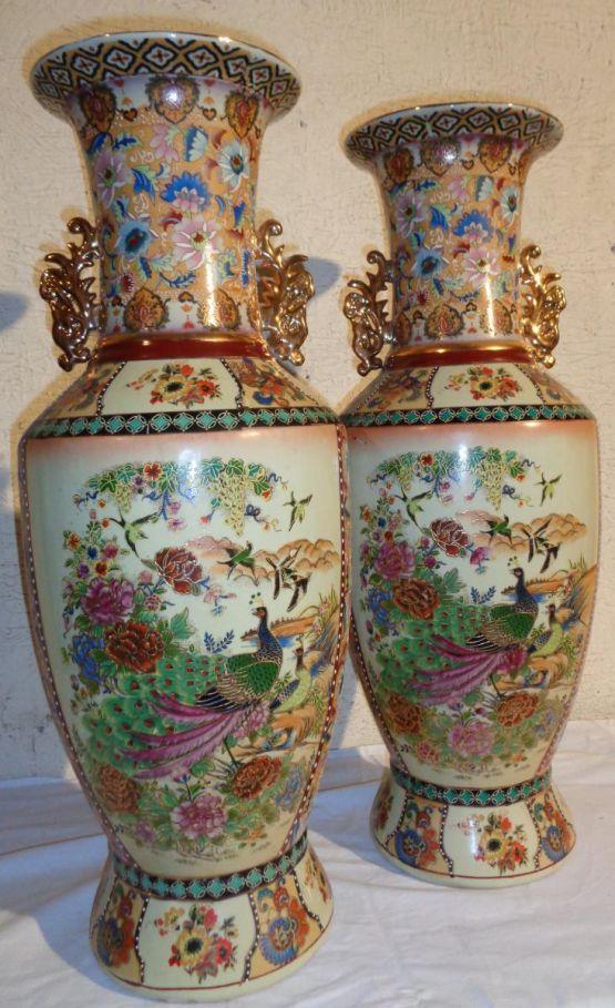 Две фарфоровые вазы, XX в.