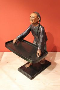 Статуэтка мужчины с подносом, середина XIX в.