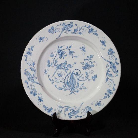 Фаянсовая тарелка. Северная Франция, XVIII в.