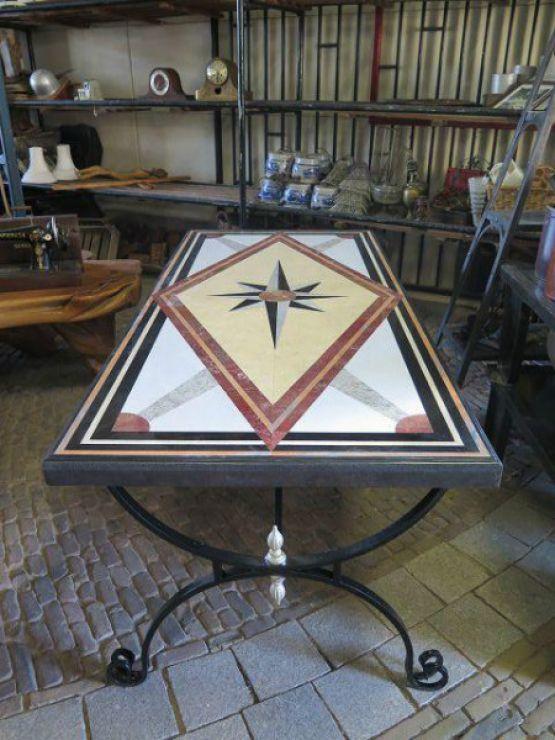 Садовый стол с мраморной столешницей