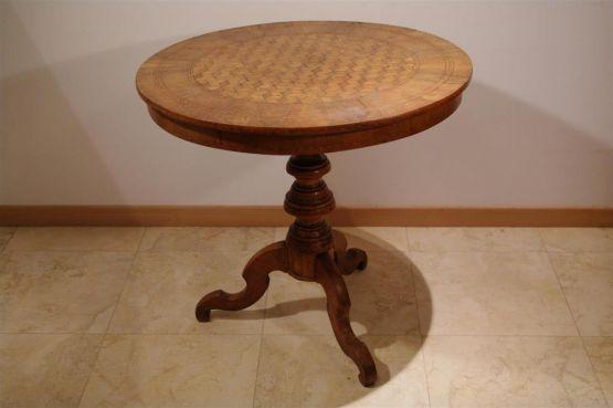 Круглый инкрустированный стол. Италия, XIX в.